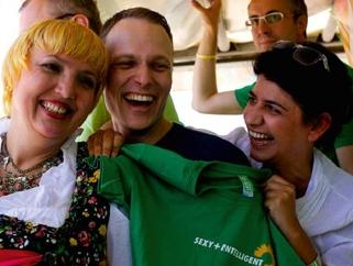V.l.: Bundestagsvizepräsident n Claudia Roth, Bundestagsabgeordneter Kai Gehring und Berivan Aymaz, Mitglied im Kölner Rat.