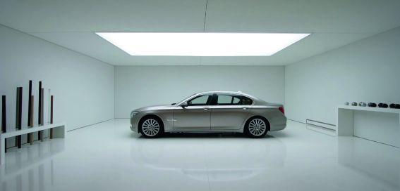 Haptisch hochwertig und kreativ wurden in einer exklusiven Preview für Top-Kunden Lackierungen und Lederausstattungen des BMW 7er präsentiert.