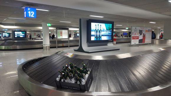 PR-Stunt am Frankfurter Flughafen: Zum Launch neuer Beck's-Sorten schickte die Brauerei einen eisgekühlten Bierkasten über die Gepäckbänder.