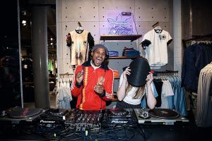 Adidas Flagshipstore DJ - Wo Marke zum Erlebnis wird